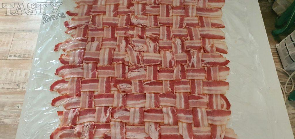 Das fertige Baconnetz für unsere Mac and cheese Bacon Bomb.
