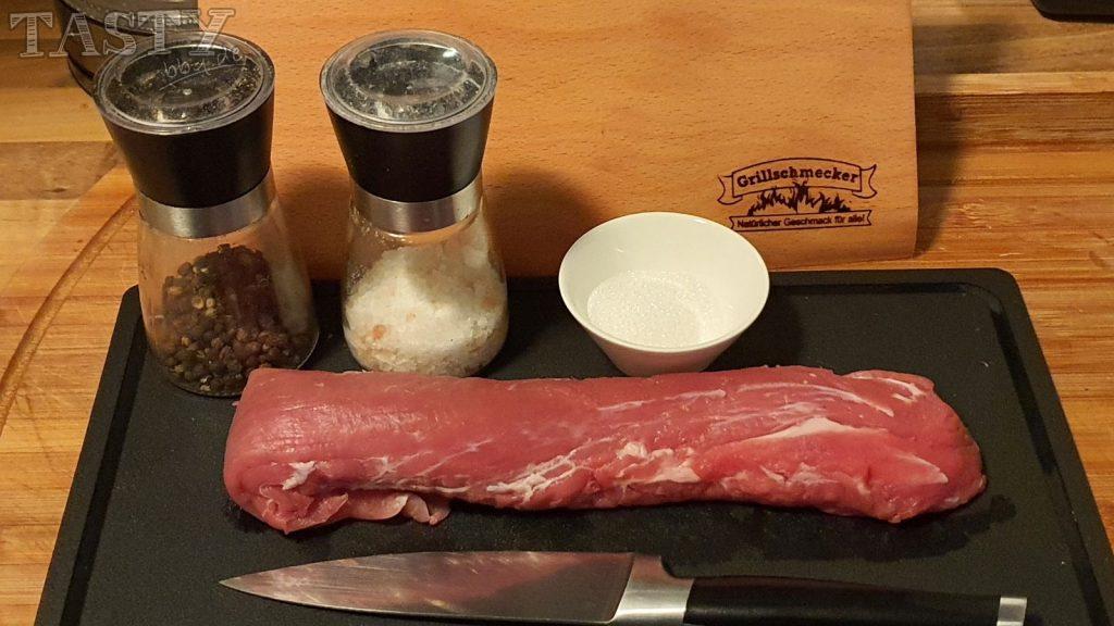 Die Zutaten für das Woodpaper gesmoktes Schweinefilet