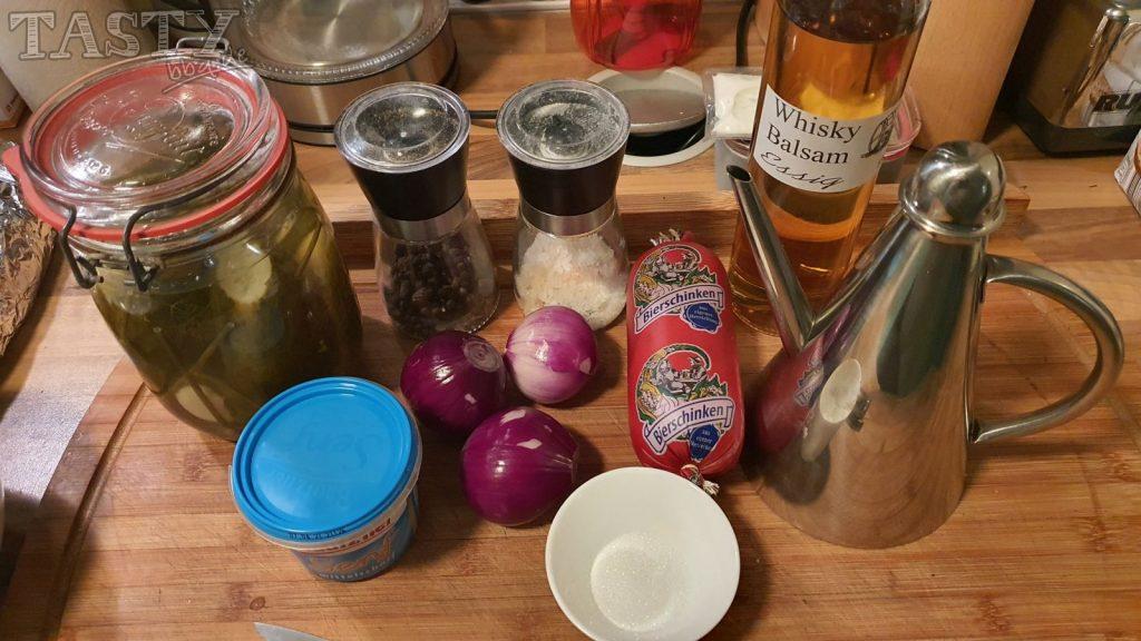 Die Zutaten für den berliner Wurstsalat