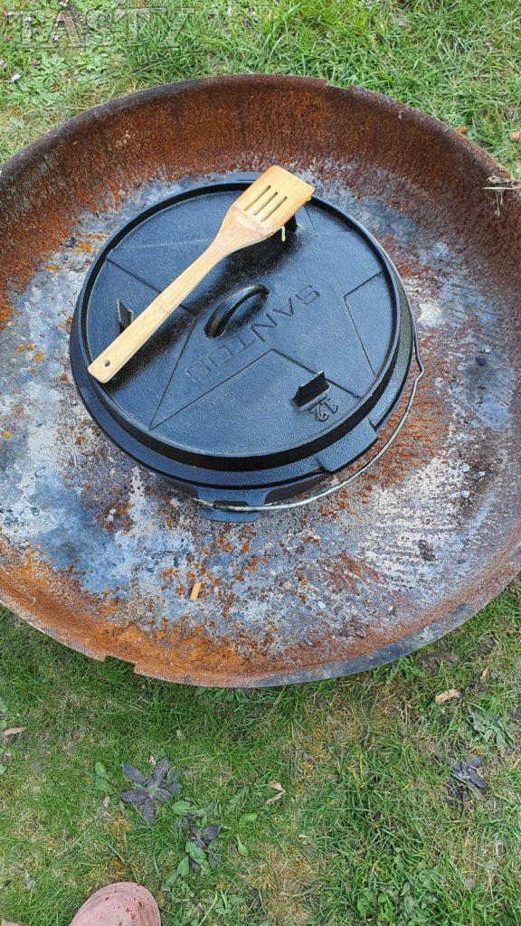 Dutch Oven in der Feuerschale